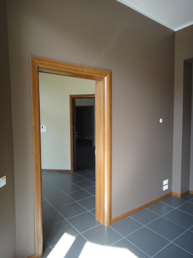 Слева вход в меньшую часть офиса (74,2 кв. м.)