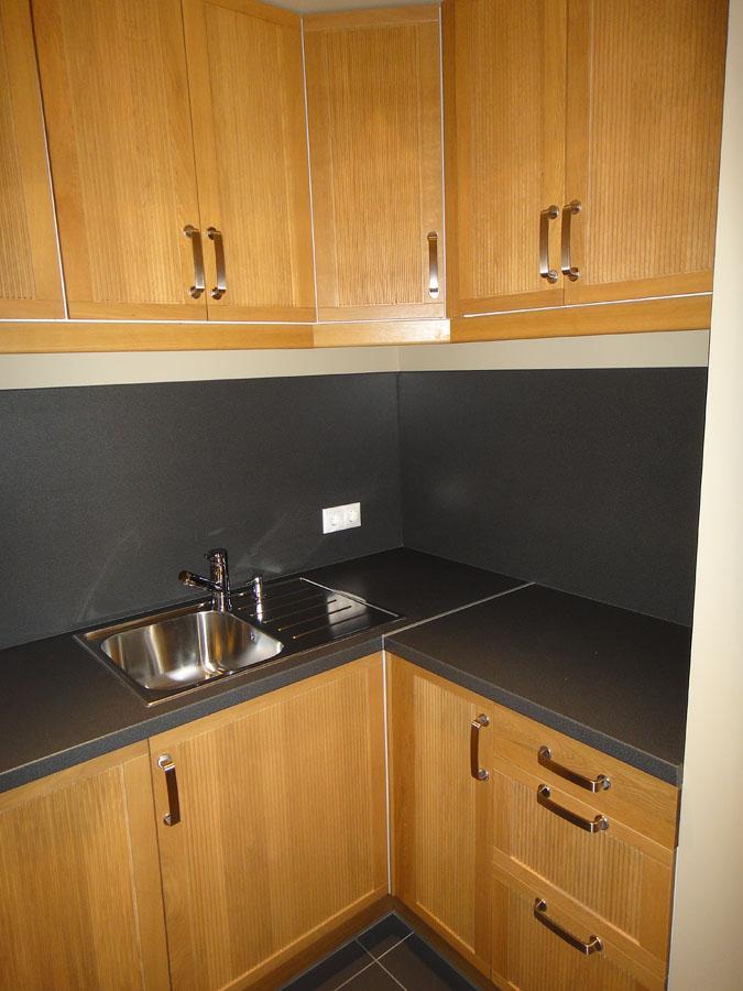 Часть офиса (74,2 кв. м.) - Кухня оборудована холодильником и микроволновой печью