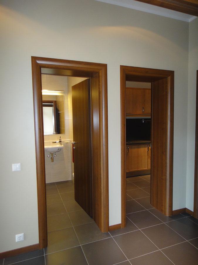 Часть офиса (112,1 кв.м.) - Вход в туалет и душевую, вход в кухню и кладовую