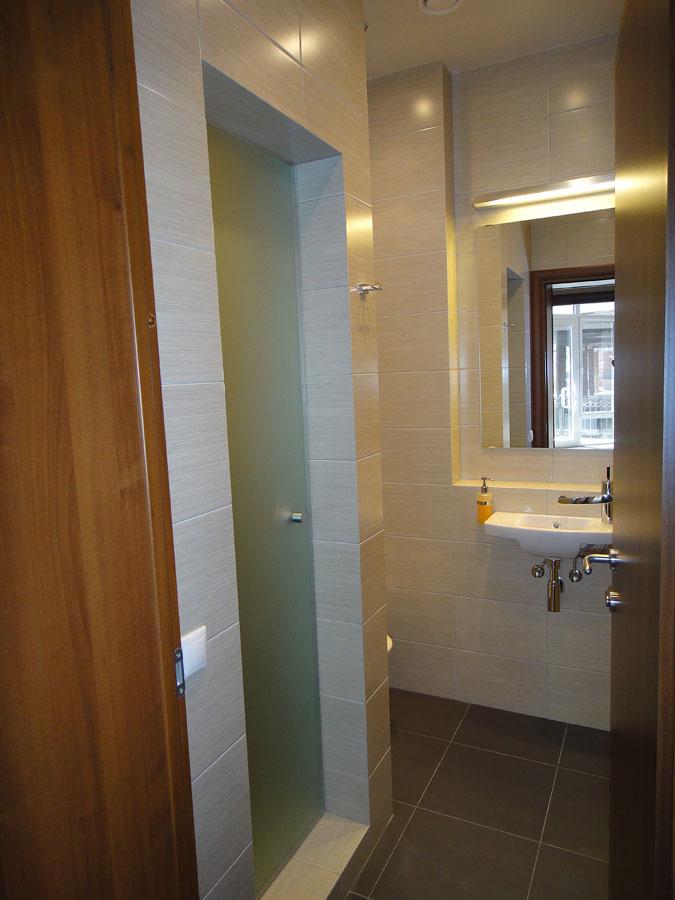 Часть офиса (112,1 кв.м.) - Туалет и душевая