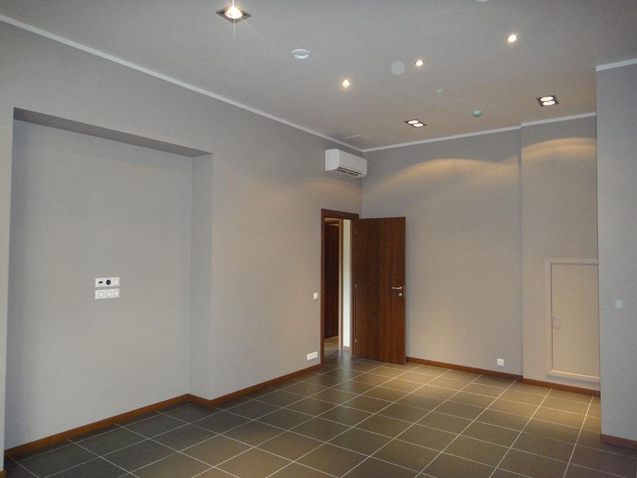 Часть офиса (112,1 кв.м.) - Комната прямо по коридору
