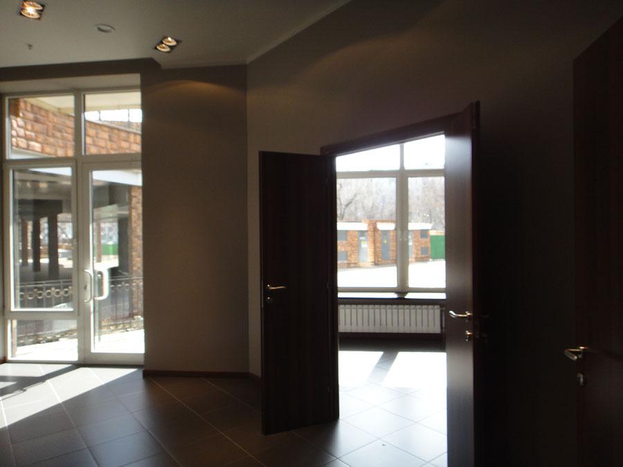 Часть офиса (112,1 кв.м.) - Комнаты справа по коридору. Первая комната
