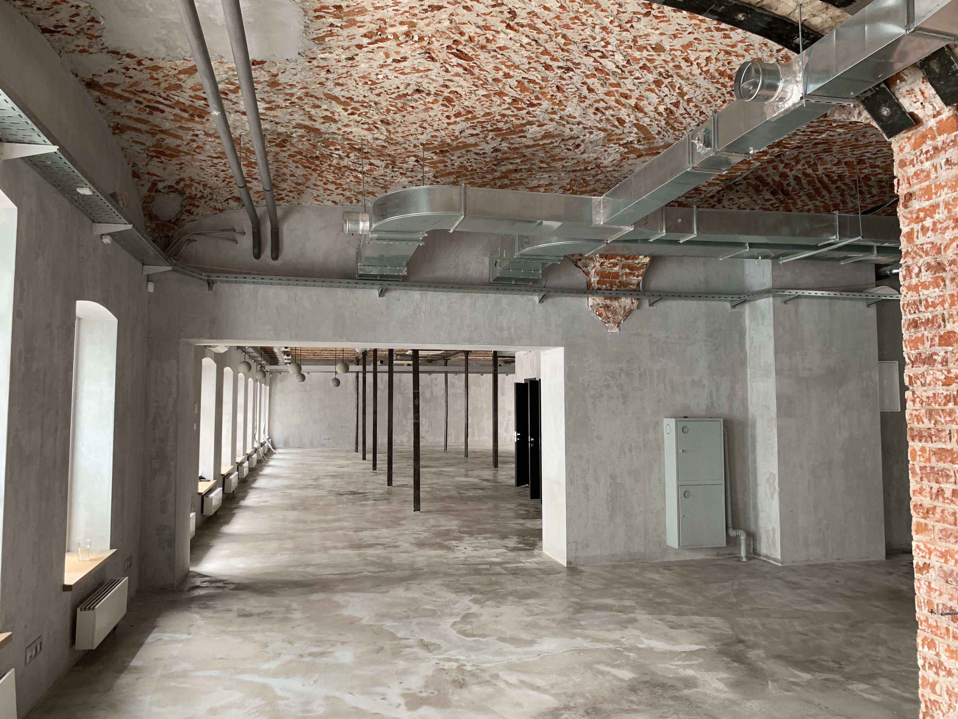 Переход между помещениями 253 кв.м. и 207 кв.м.