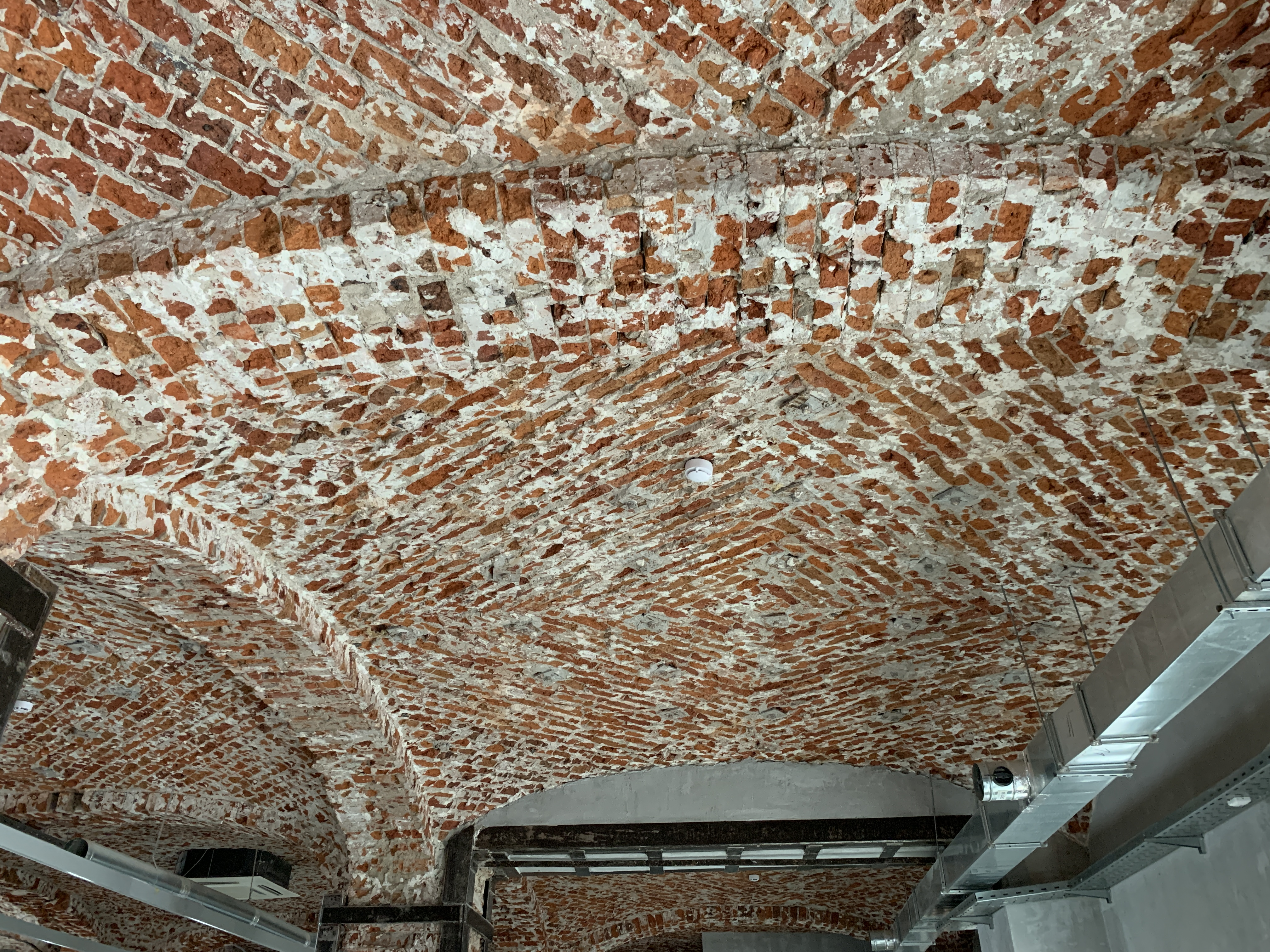 Потолок в помещении 253 кв.м.